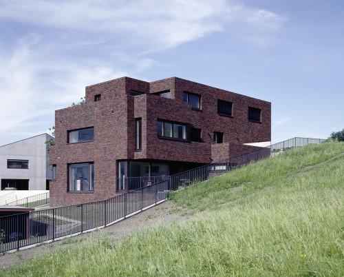 Neubau Mehrfamilienhaus Backsteinfassade, Gamprin 2012
