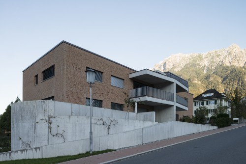 Neubau Doppeleinfamilienhaus Backsteinfassade, Schaan 2013