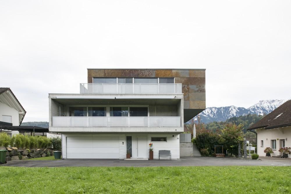Neubau Einfamilienhaus Sichtbeton- und Natursteinfassade, Ruggell 2006