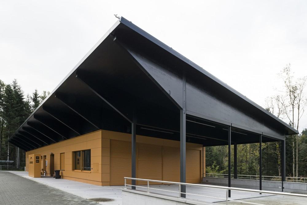 Neubau Sportgebäude, Schellenberg 2012